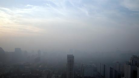 Smog in China behindert Autoverkehr