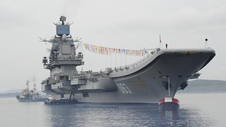 """Russlands Verteidigungsministerium zeigt """"Admiral Kusnezow"""" in Aktion. Auf dem Bild: Der russische Flugzeugträger """"Admiral Kusnezow"""" in Seweromorsk"""