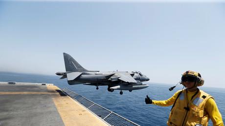 Während CIA-Direktor Brennan der russischen Armee unverhältnismäßige Gewalt im Kampf gegen Terroristen in Syrien vorwarf, verwies die Russische Föderation darauf, dass Ölförderanlagen im IS-Gebiet kaum ins Visier der US-Koalition genommen wurden.