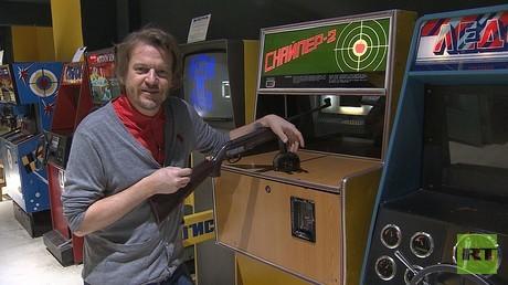 Chris Helbrecht im Sowjetischen Spielautomaten Museum in Moskau