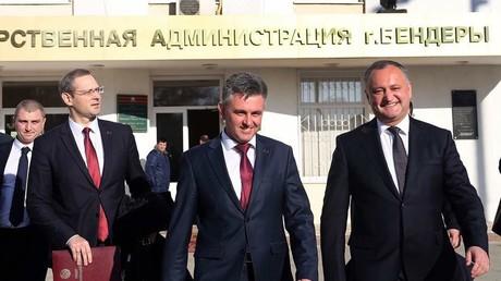Die Präsidenten Igor Dodon und Wadim Krasnoselski nach ihrem Treffen in Bendery am 4. Januar 2017.