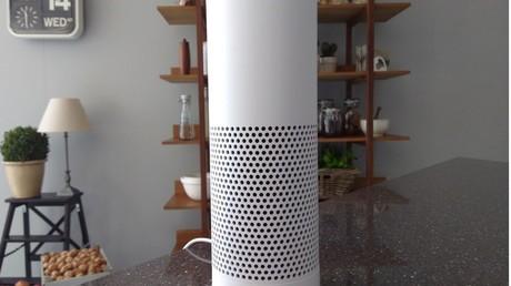In schickem Design präsentiert sich Amazon Echo - und birgt Gefahren der Rundumüberwachung.