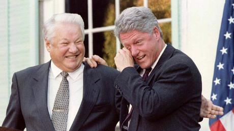 Die ehemaligen Staatsoberhäupter Russlands und der USA Boris Jelzin (L) und Bill Clinton (R)