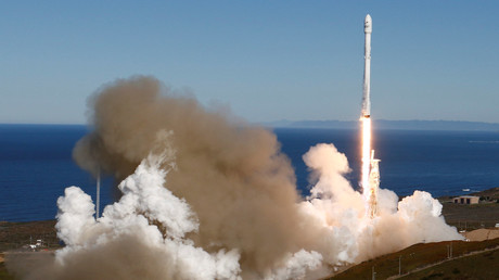 Doppelter Erfolg bei SpaceX: Rakete Falcon 9 gestartet, Erststufe auf Meeresoberfläche aufgesetzt