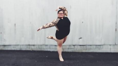 Vollschlanke Balletttänzerin erlangt Internet-Ruhm wegen kunstvoller Pirouetten