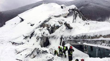 Sechs Überlebende nach Lawinenabgang auf Hotel in Italien gefunden
