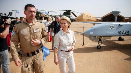 Bundesverteidigungsministerin Ursula von der Leyen bei einem Besuch der Bundeswehr im Camp Castor in Gao, Mali.