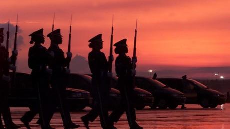 Ehrengarde des US-Militärs auf der US Airbase in Ramstein - Die Linke wünscht sich den Abzug der Soldaten.