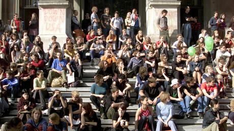 ARCHIVBILD: Schüler und Studenten demonstrierten am Donnerstag, dem 11. Oktober 2001 in der Wiener Innenstadt unter dem Motto