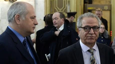 PYD-Vertreter Xalid Isa (rechts) vor dem Treffen mit dem russischen Außenminister Lawrow.