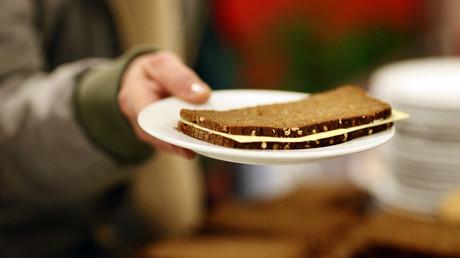 Viele Minijobber können sich die sprichwörtliche Butter auf dem Brot nicht mehr leisten.