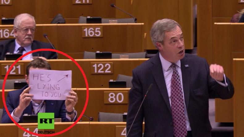 """Polit-Theater im EU-Parlament: """"Sie sind alle Heuchler"""" - """"Er lügt Sie an"""""""
