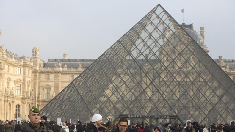 Französischer Soldat schießt auf bewaffneten Angreifer vor Louvre – Museum evakuiert
