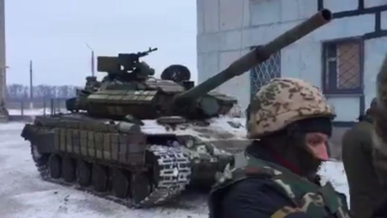 Ukrainisches Verteidigungsministerium rechtfertigt Präsenz seiner Panzer im Donbass