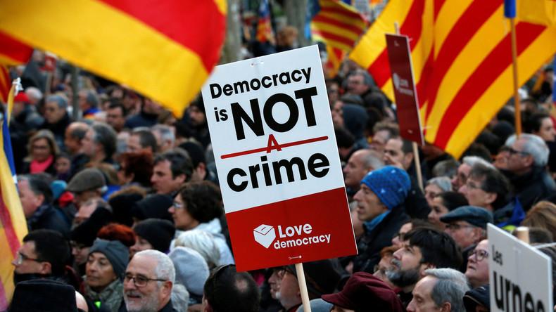 Mit allen Mitteln: Spanische Regierung will katalanisches Unabhängigkeitsreferendum verhindern