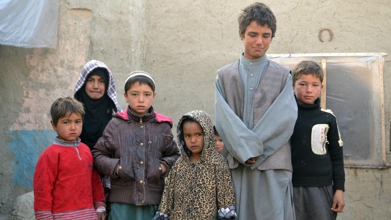 Terroristen locken Flüchtlingskinder mit Essen und Geld zum IS-Beitritt