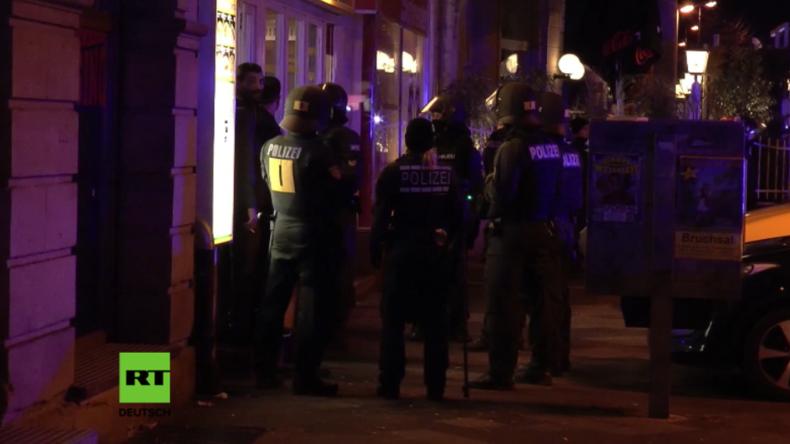 Messerstecherei bei schweren Zusammenstößen zwischen Kurden und Türken bei Karlsruhe