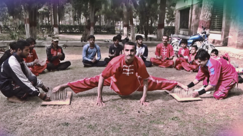 Pakistanische Stuntman-Autodidakten eröffnen eigene Schule [VIDEO]