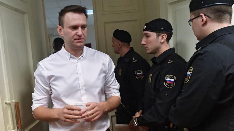Russischer Oppositioneller Alexei Nawalny zu fünf Jahren Haft auf Bewährung verurteilt
