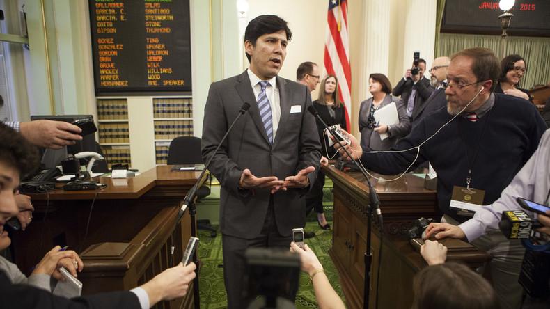 """Kalifornischer Senatspräsident Kevin de León: """"Die Hälfte meiner Familie hat gefälschte Green Cards"""""""