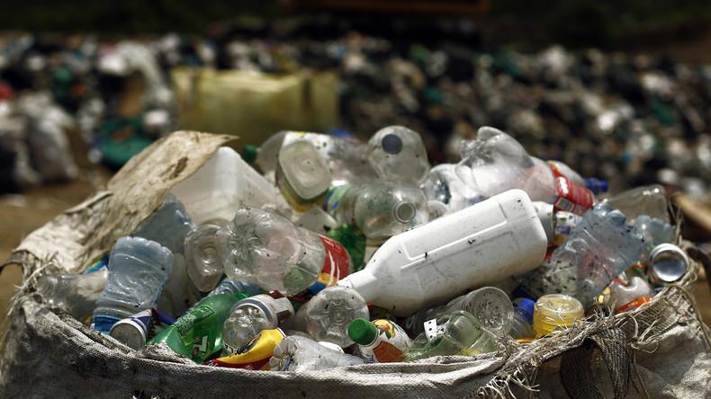 Thailands Behörden wollen schwimmende Müllinsel räumen