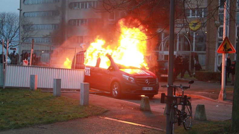 Frankreichs Polizei setzt Tränengas gegen Protestler ein