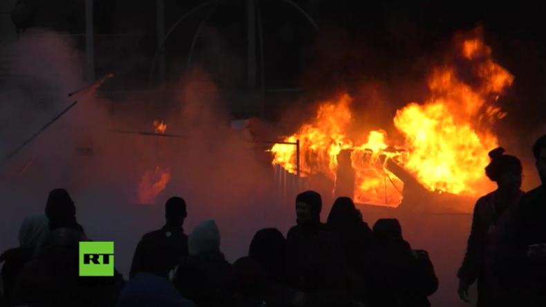 Chaos in Pariser Vorort: Protestler verwandeln Straßen nach Vergewaltigungsvorwurf in Schlachtfeld