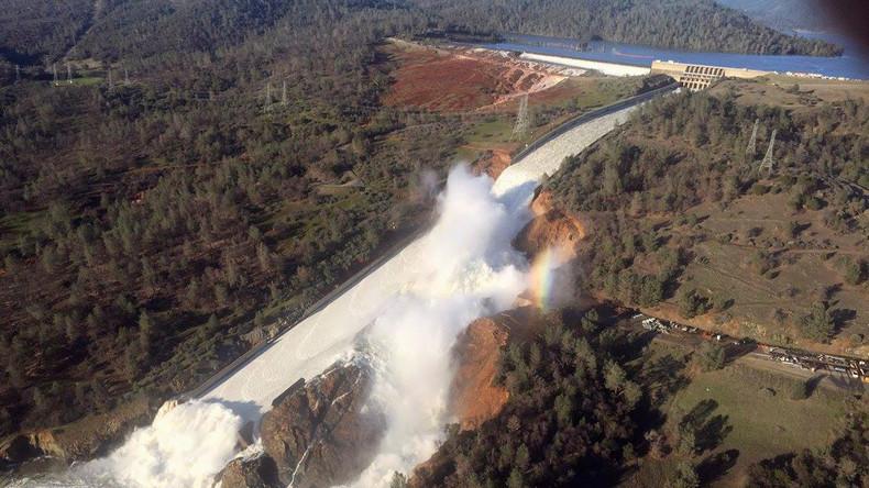 Höchster Staudamm der USA steht kurz vor dem Auseinanderbrechen [LIVESTREAM]