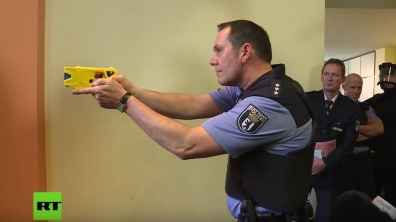 Bundeshauptstadt rüstest auf: Berliner Polizei führt neue Taser-Waffe ein