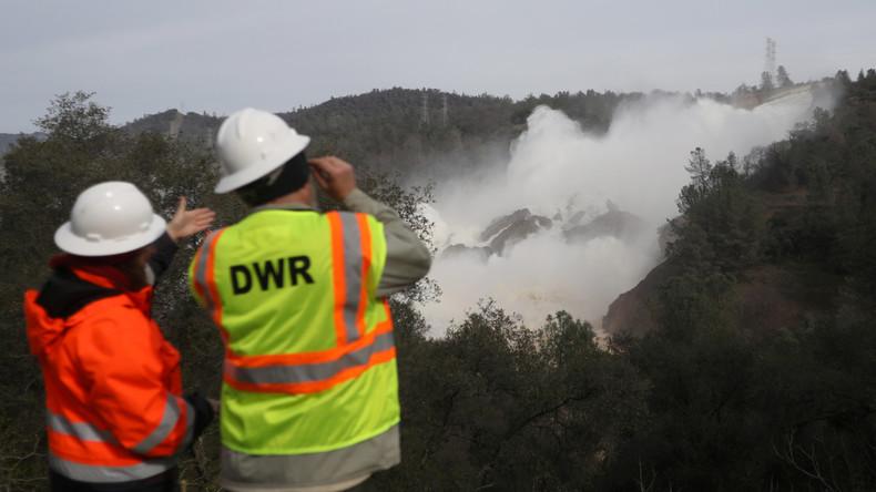 Sinkender Wasserspiegel nach Havarie am Staudamm von Oroville