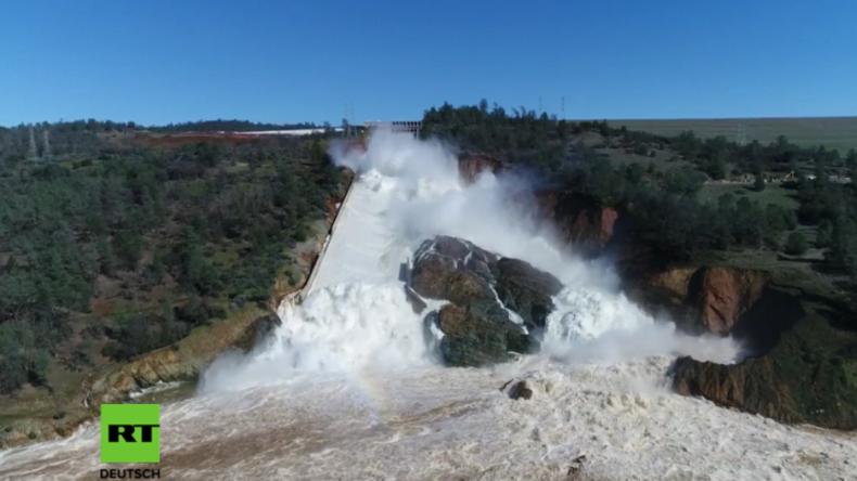 Spektakuläre Aufnahmen aus den USA: Fast drei Millionen Liter Wasser schießen pro Sekunde ins Tal