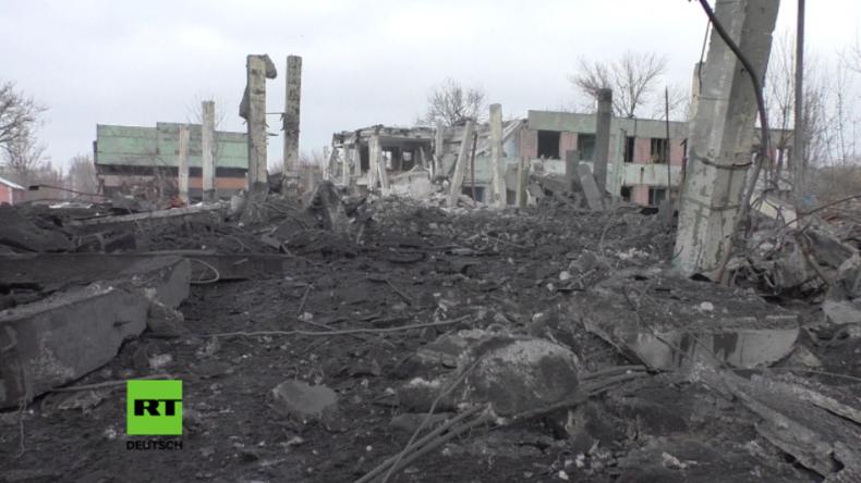 Ukrainische Armee hat angeblich Chemiefabrik in Donezk mit großkalibrigen Geschossen zerstört