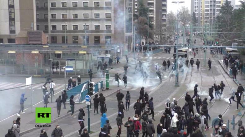 Proteste in Frankreich: Jugendlliche liefern sich erneut Straßenschlachten mit der Polizei