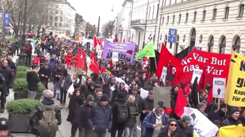 """Live: """"Umzingelung der NATO-Kriegsstrategen"""" - Protest gegen die Münchner Sicherheitskonferenz"""