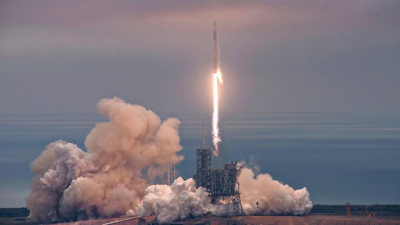SpaceX schickt Dragon-Raumkapsel ins All