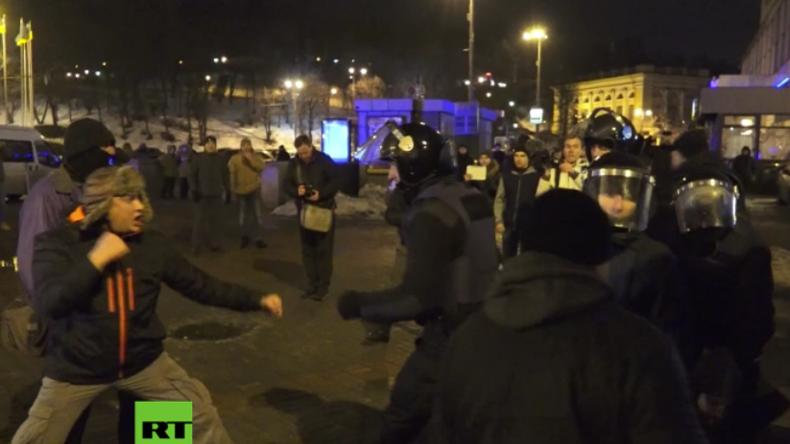 Kiew: Tausende Rechte strömen kampfbereit zum 3. Jahrestag der gewaltsamen Proteste auf den Maidan