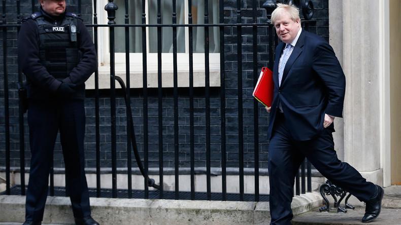 Großbritanniens Außenminister Boris Johnson joggt in Hawaii-Shorts durch London