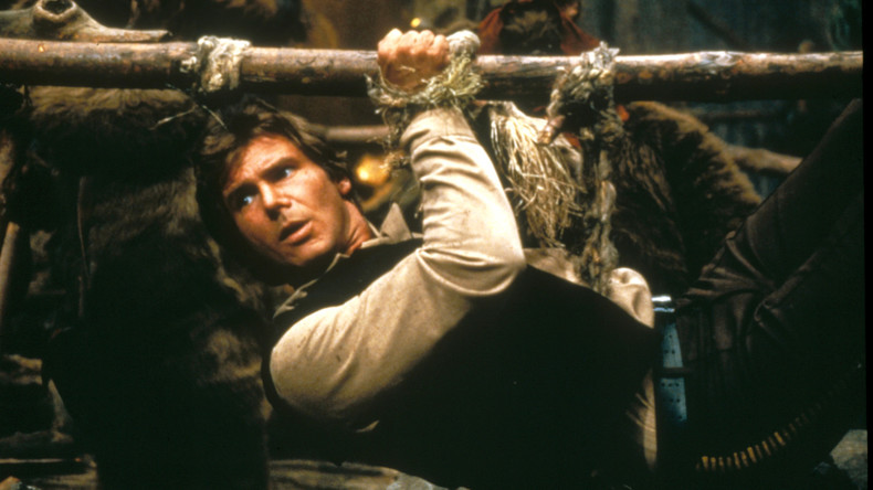 Im Stil von Han Solo – gefährliches Manöver von Harrison Ford auf Flugplatz in Kalifornien [VIDEO]
