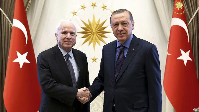 US-Senator John McCain reist heimlich nach Syrien