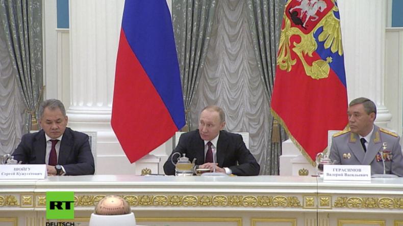 Sergej Schoigu, Waleri Gerasimow und Wladimir Putin