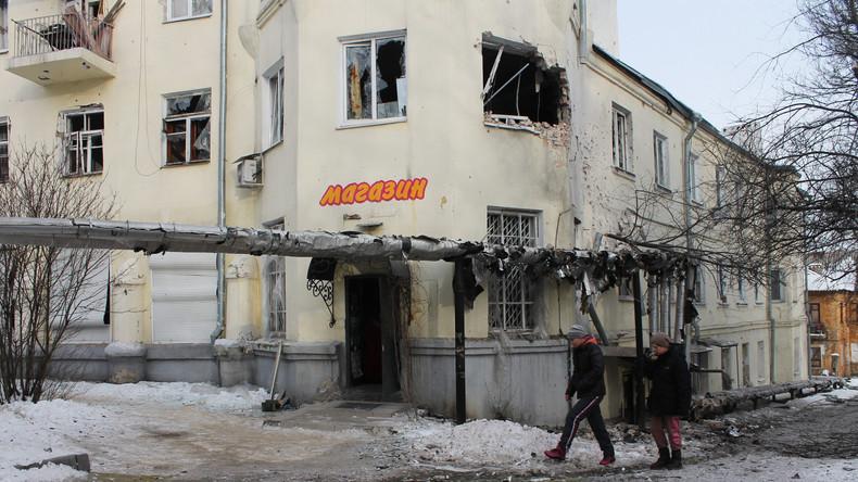 Ein von ukrainischer Artillerie zerstörter Lebensmittel-Laden in Donezk