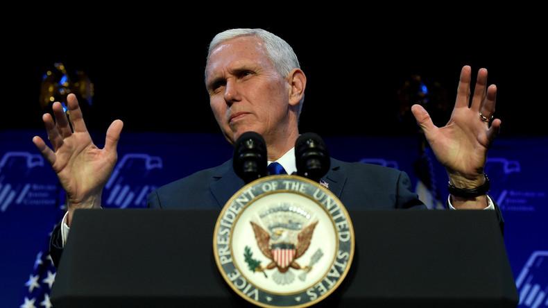 US-Vizepräsident Mike Pence vertauscht die Staatsflagge von Israel mit der von Nicaragua