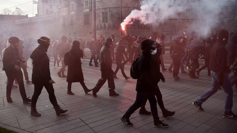13 Polizisten erleiden Verletzungen bei Protesten gegen Marine Le Pen