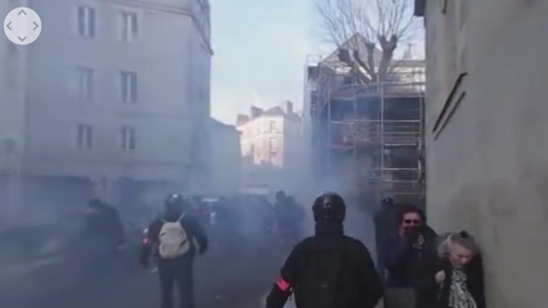 Straßenschlachten in Nantes bei Protesten gegen Le Pen.