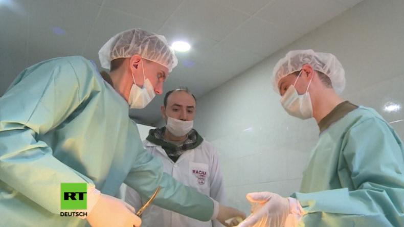 Russische Ärzte in Aleppo geben syrischen Medizinstudenten ihr Fachwissen weiter.