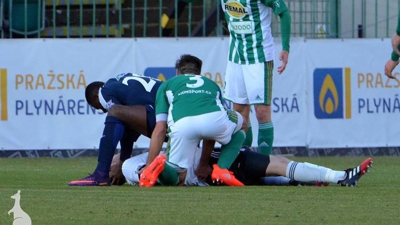 Fußballer leistet dem Torwart des gegnerischen Teams erste Hilfe und rettet dessen Leben [VIDEO]