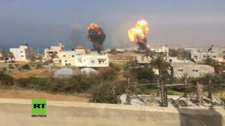 Israel startet Luftangriffe auf Palästina.