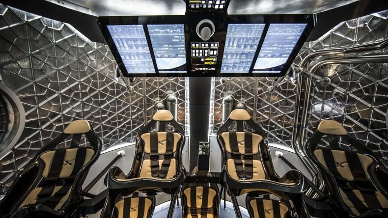 SpaceX will 2018 erste Touristen zum Mond schicken