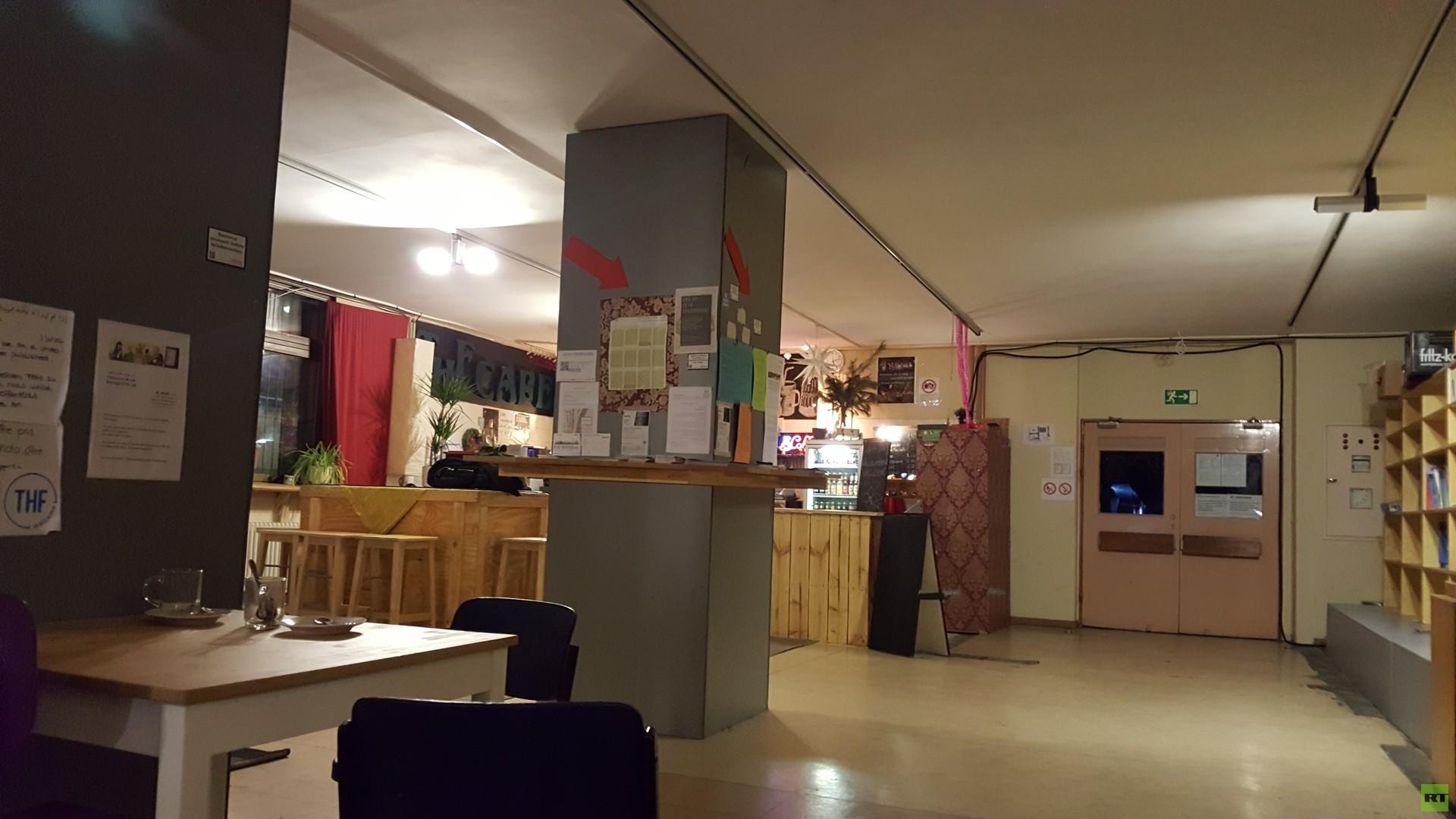 Flüchtlings-Hot-Spot Berlin-Tempelhof: RT Deutsch im Gespräch mit den Menschen vor Ort