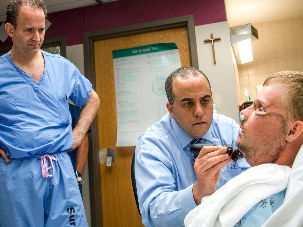 US-Chirurgen transplantieren Patienten ein neues Gesicht